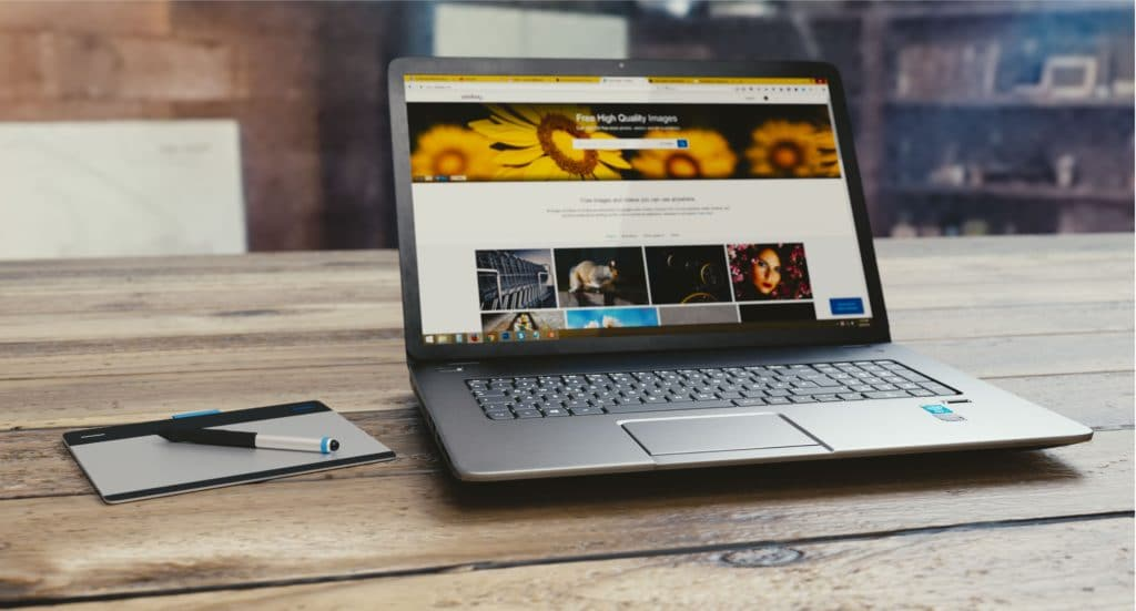 Computer with quality images for editorial website